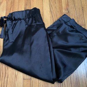 Pants - Black silky Capri joggers ❤️